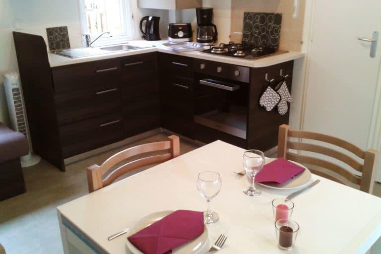 Location Mobilhome 3ch 6/8 personnes : Cuisine/espace repas